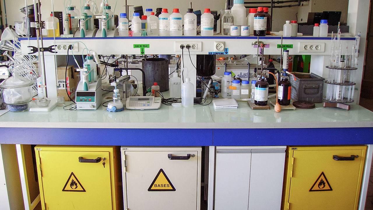 ایمنی در آزمایشگاه خطرات شیمیایی